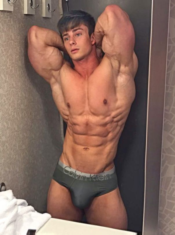 Pretty boy. Muscle too. http://builtbytallsteve.blogspot