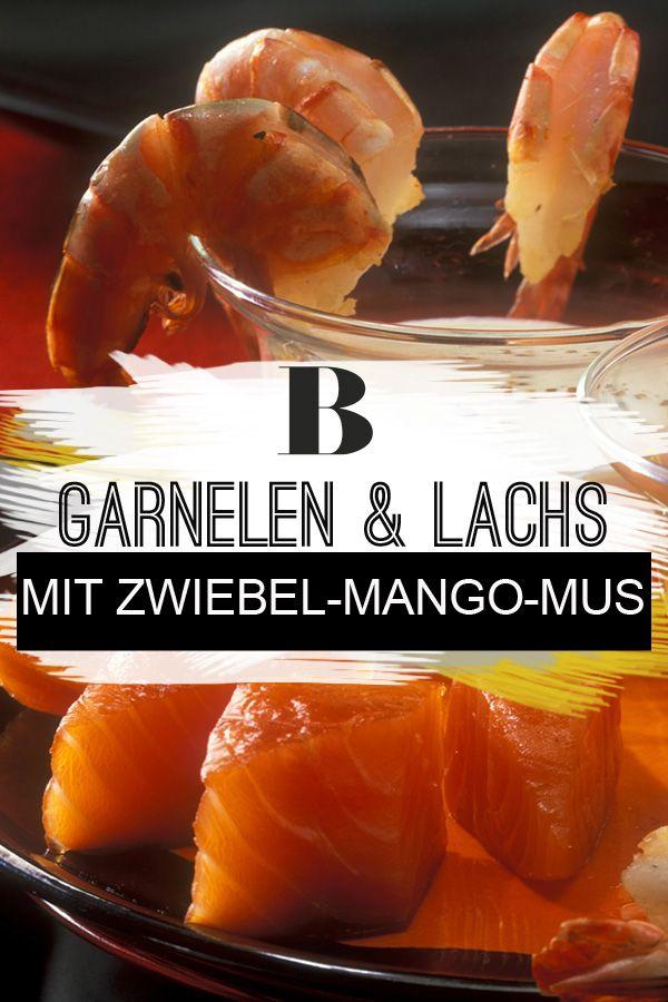 Räucherlachs und Garnelen mit Zwiebel-Mango-Mus. Das Mus aus Zwiebeln und Mango schmeckt warm und kalt. Ihr könnt es gut schon einige Tage vorher kochen. Kalt stellen. #fisch #lachs #fingerfood #garnelen