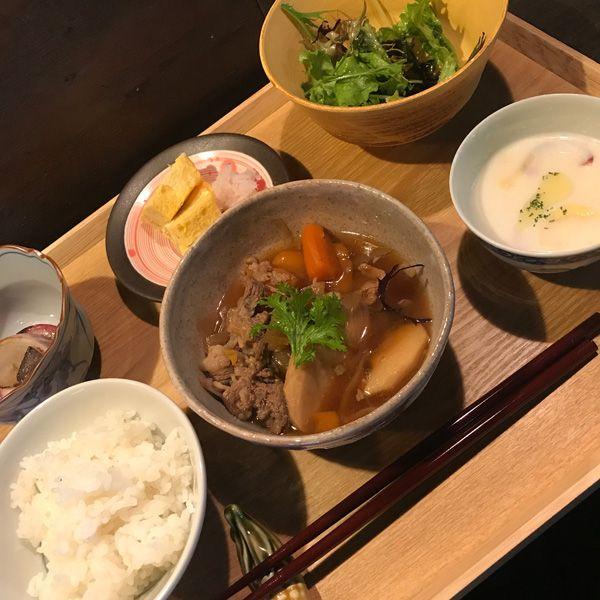 農家が営むレストランが人気である。 泰山寺地区にあるsato kitchenも「みのり農園」を営まれているご夫婦による、土日のみ営業のレストラン。 お米以外は全て自家製のお野菜を使ったランチを、古民家のゆったりとした空間で頂く事が出来る。  素材を活かし、奇をてらってないお料理は、穏やかな週末を楽しみたい時にはぴったりです。