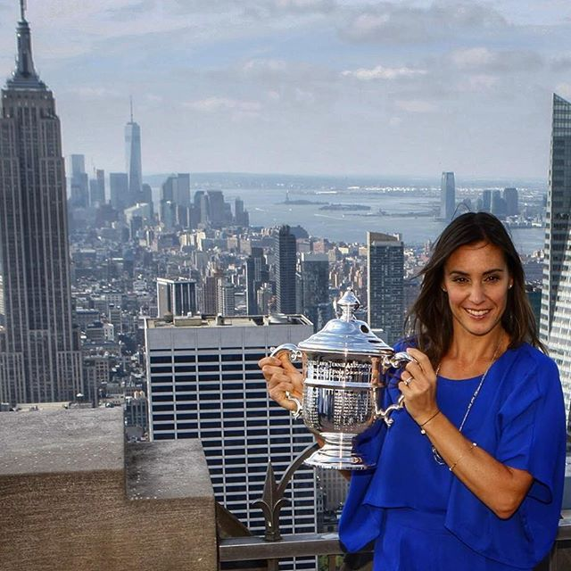 Flavia Pennetta hits the #TopOfTheRock with her new #USOpen trophy
