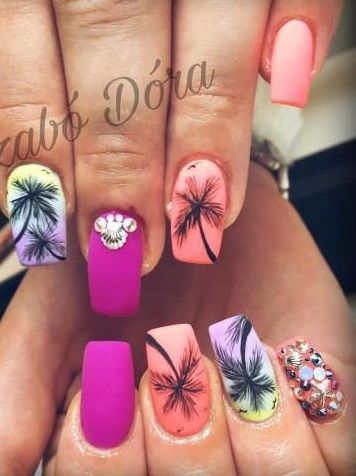 Big Crystal Studded Palm Tree Nail Art For Summer #Summer #Manicure #NailArt