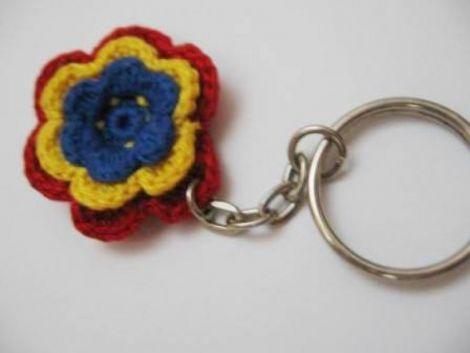 Breloc cu floare tricolora