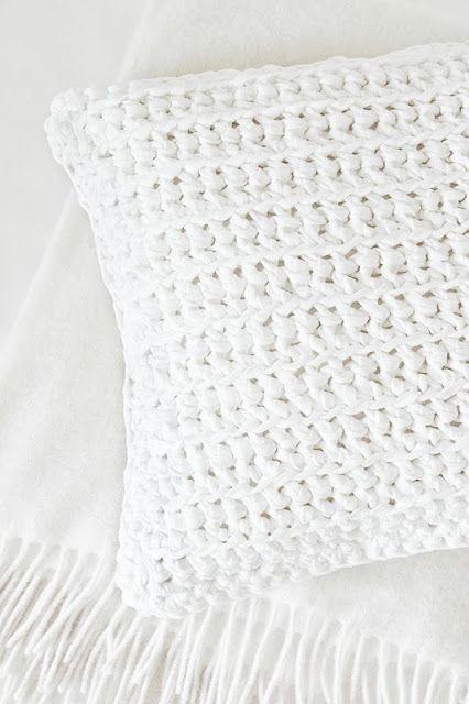 Trapillo, Trapilho, Tek-tek Yarn White Pillow!