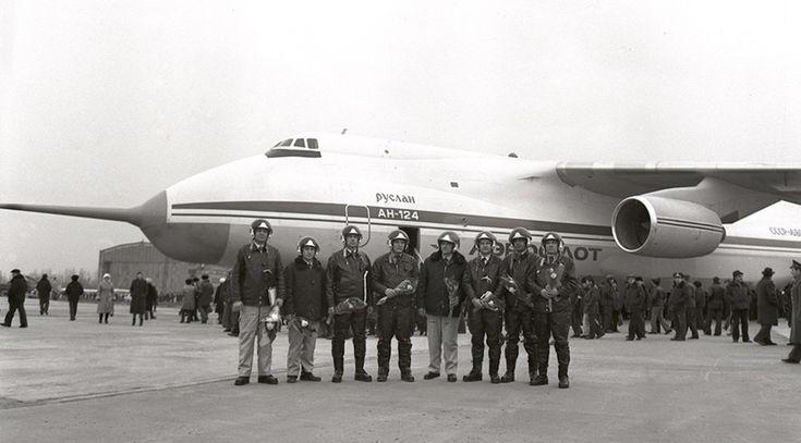 24 décembre 1982 : l'Antonov AN-124 effectue son premier vol