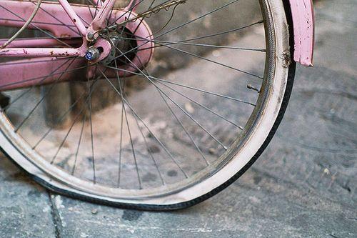 お恥ずかしながらまだパンク対応ができません先日もパンクしたときは普段お世話になってるショップまで自転車を押して歩きました(約6km)どうもFumiです  最近はミドルロングライドを頻繁に行うようになったためそろそろパンクくらいは自分でなんとかできるようにしたいそう考えてチューブ交換セミナーとやらに参加することを決意しました独学でやってもいいんですがやはりプロに教えて貰う方が感覚も掴みやすいと思いまして  私が参加予定のチューブ交換セミナーはGIANTストア主催のものGIANTストアで自転車を購入した人であれば無料で参加可能なので初心者の人は受講しておいて損はないと思います  上記は松江のGIANTストアのイベント情報ですがGIANTストアの各店舗でこのようなセミナーイベントが催されています  チューブ交換セミナーでは持ち物として次が提示されています  汚れてもよい服装  乗っている自転車  タイヤレバー…