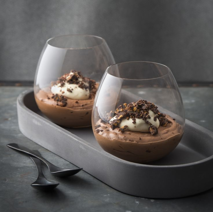 Haigh's Dark Chocolate Honeycomb Mousse is a decadent but easy to make chocolate mousse with crunchy honeycomb pieces throughout. Using only 4 ingredients, this delicious dessert will be a definite winner!