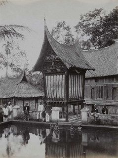 Batipuh, Sumatera - Gudang beras Minangkabau dan kolam ikan di Batipuh.