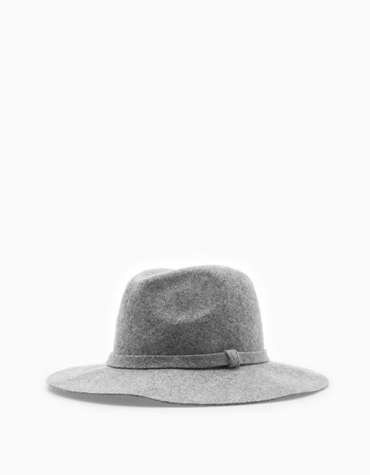 Da Stradivarius troverai 1 Cappello fedora lana donna per soli 19.95 € . Entra ora e scoprilo insieme a CAPPELLI E BERRETTI.