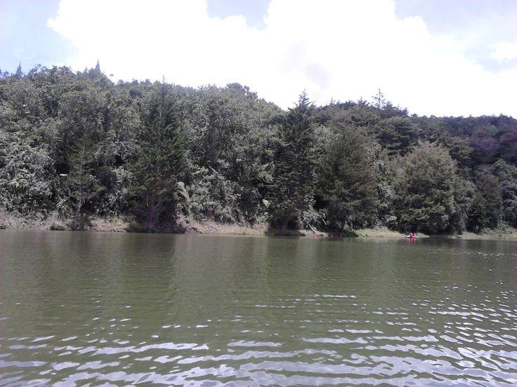 Lago de parque piedras blancas. Antioquia