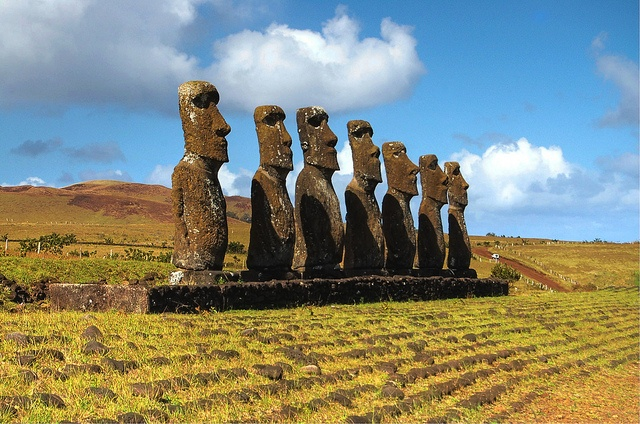 the ruin of easter island Discover the rapa nui people of easter island and the mysterious stone maoi that dot the island.