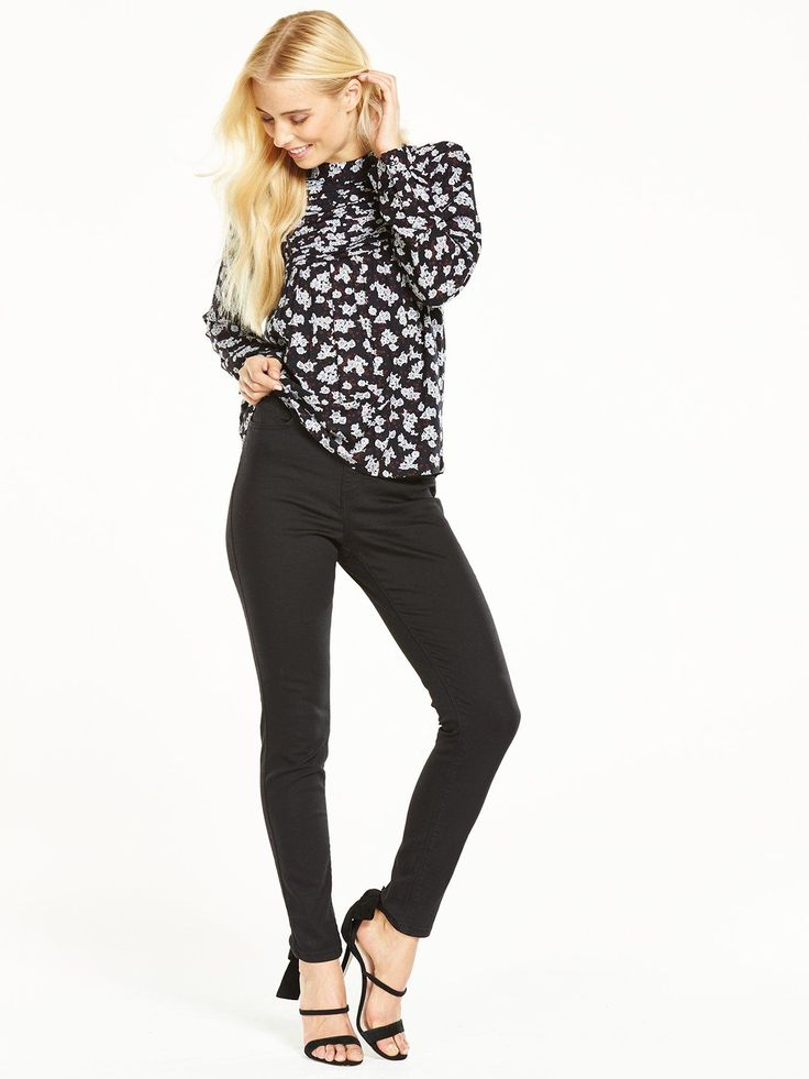V by Very1932 Florence High Rise Skinny Jean - Black What we love about V by Very's1932 Florence jean: its high-rise design sits at the slimmest point of your figure to illuminate an itty-bitty waist, its skinny fit flatters your curves, and the sleek black hue looks the part whether you dress them up or down. Styling Ideas Don't these look gorgeous with a printed blouse and heels? Just add a clutch and you're good to go for smart/casual dates.