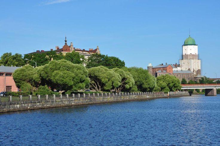 Viipurin linna toivottaa matkailijat tervetulleiksi Viipuriin.