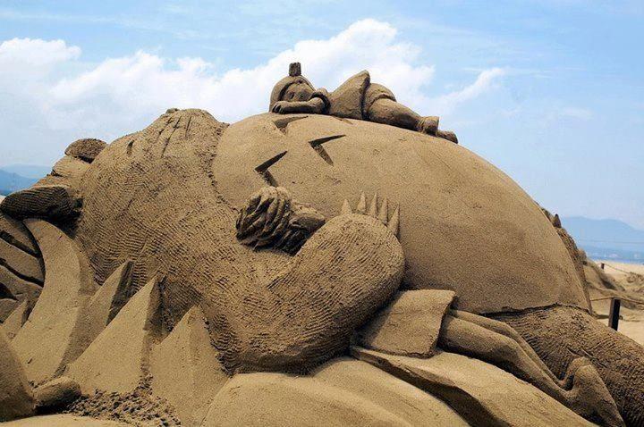 Chateau de sable Totoro sandcastle