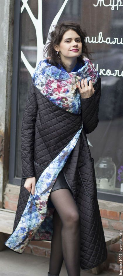 Купить или заказать Пальто СOZY QUILTED FLOWERS BLACK в интернет-магазине на Ярмарке Мастеров. Легкое стеганое пальто cozy, носить можно на обе стороны, застегивается на кнопки, непродуваемая и непромокаемая ткань защищает от ветра и дождя, при этом пальто очень легкое, почти невесомое. Свободный крой, большой воротник-шарф, накладные карманы - все это придает пальто комфорт Casual - стиля повседневной жизни, главный акцент в котором делается на удобство и практичность.