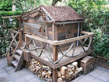 Leuke 'boom' hut goed idee hout er onder!