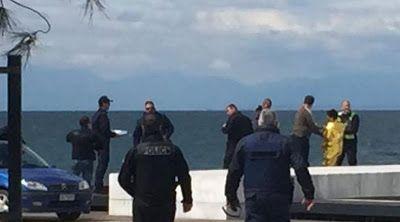 ΠΡΙΝ ΛΙΓΟ- Βουτιά στη Νέα Παραλία Θεσσαλονίκης για γυναίκα χωρίς ρούχα
