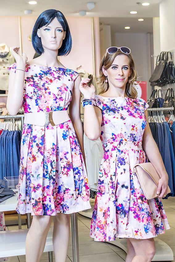 Ako druhú sme navštívili cenovo dostupnejšiu značku ORSAY. Už pri letnom pohľade na výklad nám bolo jasné, že jar je v plnom prúde. Kvetinové šaty priam nabádali na vyskúšanie. Čo poviete? Ktorá z nich je živá?