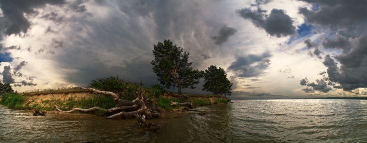 #остров #вода #тучи #гроза #пейзаж Photographer: Виталий из Н-ска