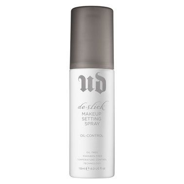Fusing cutting-edge oil control technology with long-wear functionality, this high-tech makeup setting spray deflects surface shine and keeps makeup looking fresh for up to twelve hours.