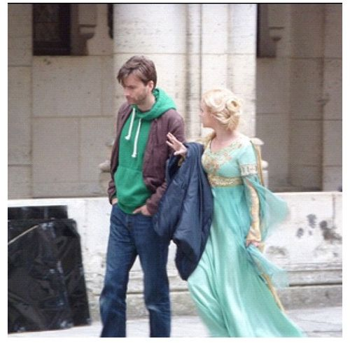 David Tennant visiting Georgia Moffet while she was on the set of Merlin! ^_^