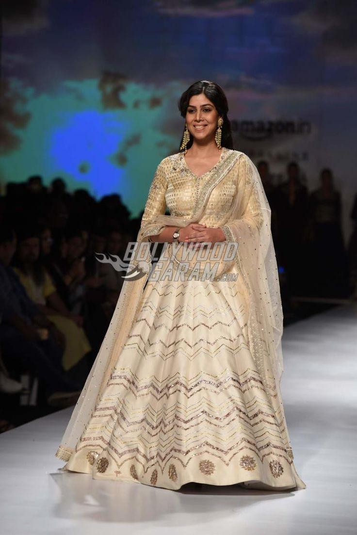 Sakshi Tanwar dazzles on the ramp in a silk embroidered lehenga choli by Anju Modi