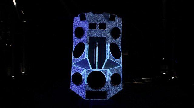 Während Nik Nowak Sound als Mittel zur erzeugung von imaginären Landschaften dient, nutzt Moritz Stumm Licht zur Inszenierung von Raum. Als Tonträger, Resonanzkörper und 3 dimensionale Projektionsfläche kommt Nik Nowaks Soundpanzer, ein zum mobilen Soundsystem umgerüsteten Kettenfahrzeug zum Einsatz. Ein monumentale Lautsprecherwand, die sich auf dem Fahrzeug befindet lässt sich hydraulisch aufrichten. Während die 13 Lautsprecher Membranen und ...