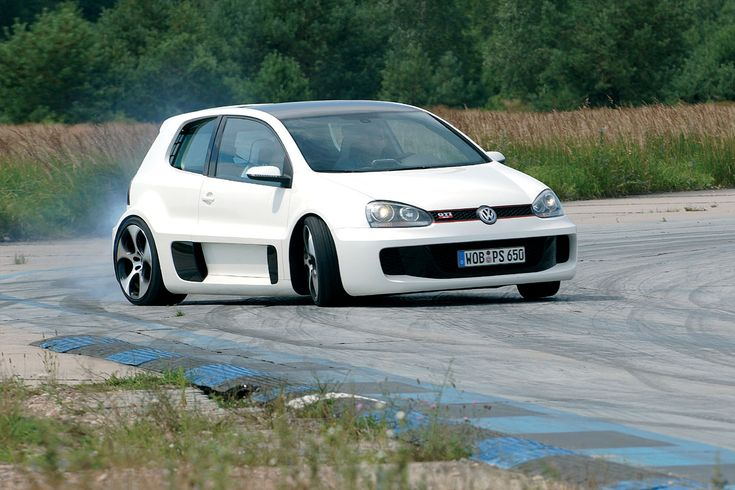 Back in 2007, Volkswagen presented at Worthersee, the Golf GTI W12 650, a fifth-generation Golf GTI, with a W12 engine from Bentley, which had two turbos and