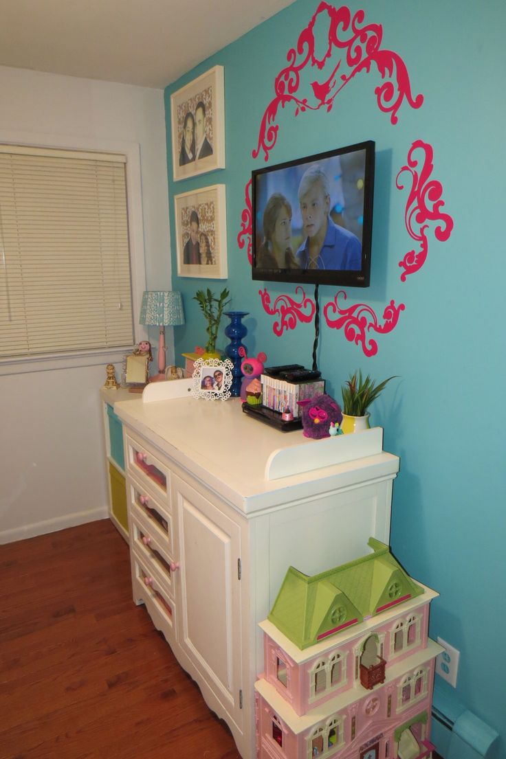 Girl's bedroom- Tween Bedroom- Update- Transformation- Turquoise- Pink- Paisley- Vibrant- Scallop Lamp - Day bed- Ikea- Ung drill- Decals- Desk-: Girl's bedroom- Tween Bedroom- Update- Transformation- Turquoise- Pink- Paisley- Vibrant- Scallop Lamp - Day bed- Ikea- Ung drill- Decals- Desk-