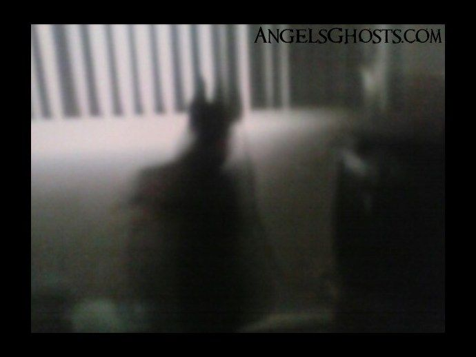 http://www.angelsghosts.com/black-shadow-figure-of-a-man Cool shadow pic - real?