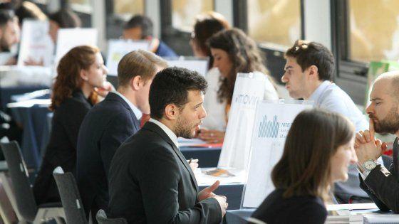 Si chiama Beacon la piattaforma con app che permette ai datori di lavoro di capire quanto i dipendenti siano felici, stanchi o annoiati. A inventarla, tra