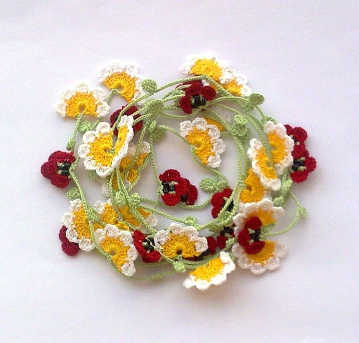 Handmade Crochet Necklace Oya with Daisies and Poppies.