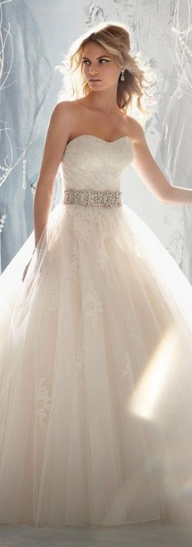 Gorgeous Lace Wedding Dress. Repin by http://Inweddingdress.com #weddingdresses #bridalgowns