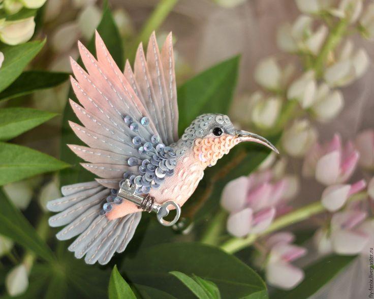 Купить брошь - птица колибри. Дымка - ключ, бохо, миниатюра, персиковый, серый, подарок девушке
