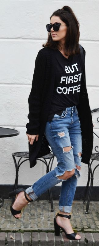 A great fall look are distressed jeans and a graphic tee with a big cardigan. Via Mary Josie Heels: Comegetfashion, Jeans: River Island, Cardigan: Romwe, Shirt: New Yorker