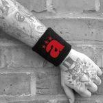 die rzte Schweiband rztivals  : Jetzt zum Vorzugspreis bestellen im Ärzte Shop (bademeister) Plattenladen! bademeister.bravado.de Online-Shop für CD, DVD & SACD, Merch und Fashion aus allen Bereichen und Genres..