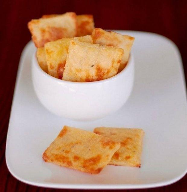 Ez a sajtos ropogós egyszerűbben készül, mint a pogácsa. Többet nem kell visszafognod magad, bátran majszolhatod, ha kedved támad hozzá.