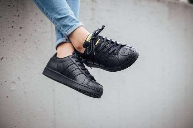 adidas superstar all black on feet