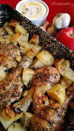 Rozmaring és kakukkfüves csirkecombok vele sült krumplival és almával, sült fokhagyma mártogatóssal