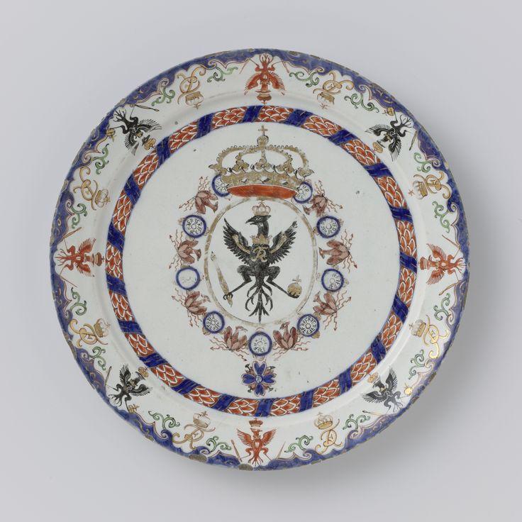 Plate with the arms of Frederick I, Elector of Brandenburg and King of Prussia, De Grieksche A, weduwe Pieter Adriaensz. Kocx-Van der Heul, c. 1702 - c. 1722