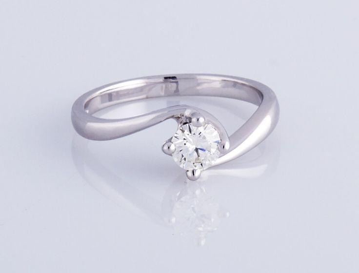 Anello solitario in oro bianco 18kt con diamante taglio brillante, ct 0,20, colore G, purezza SI1