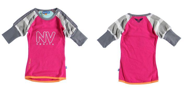 Mooi Ninni vi sportshirt van de zomer 2013. fuchsia roze shirt met gestreepte grijze mouwen  Deze shirt heeft mooie driekwart mouwen...