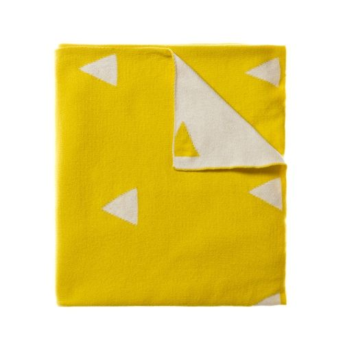 In a gorgeous sunshine yellow with a white triangle pattern, Calgary is beautifully soft cotton throw. Perfect for snuggling up on the couch or for an extra layer at bedtime, your little one will want to take this with them everywhere.