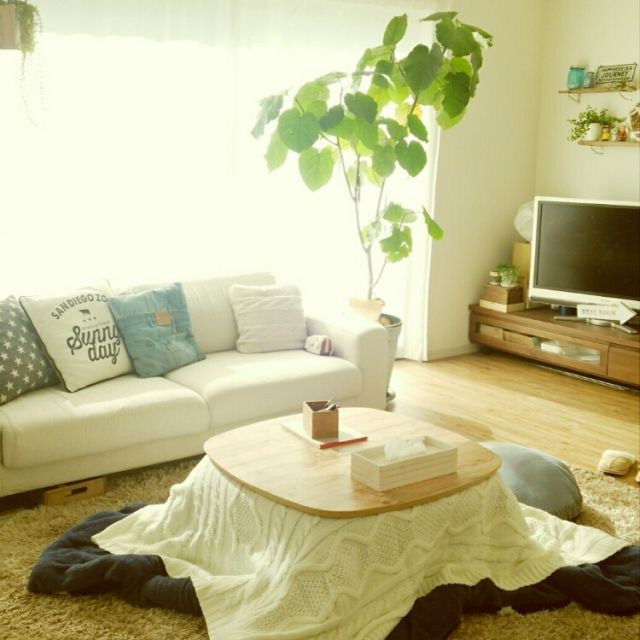 ニトリ・無印のアイテムで作る、家族が集う団らんリビング | RoomClip mag | 暮らしとインテリアのwebマガジン