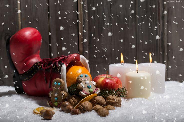 Kompozycja, But, Pierniki, Owoce, Świece, Śnieg