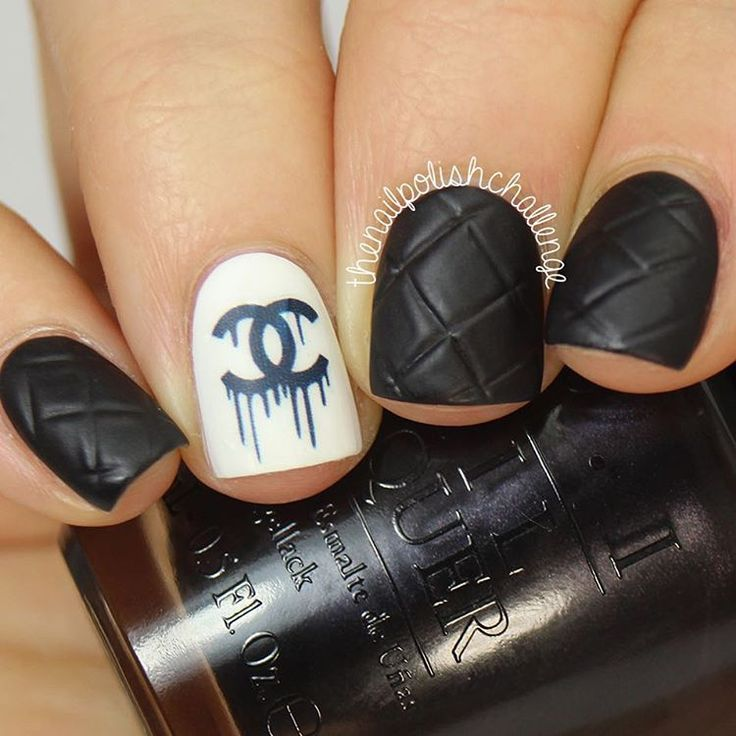 Black and White Quilted Chanel Nails