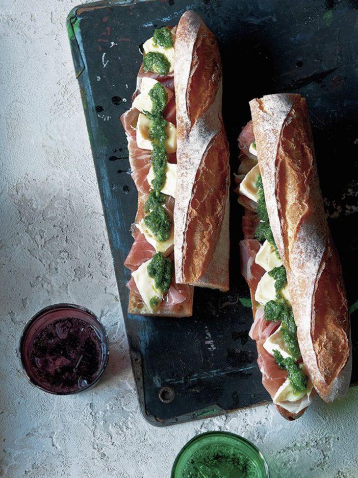 ハム、チーズ、パクチーの個性的な味がひとつになって、あと引くおいしさに。|『ELLE a table』はおしゃれで簡単なレシピが満載!