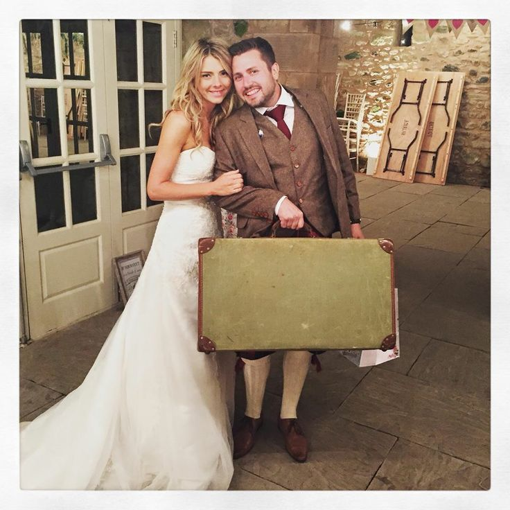 Ready for honeymoon #vintagesuitcase #wedderburnbarns #wedding