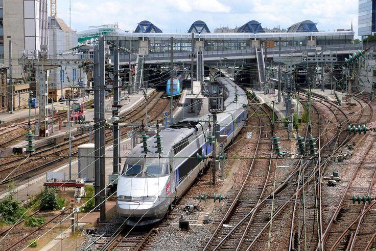 Avec l'arrivée de la ligne à grande vitesse reliant Rennes à Paris en 1h25, c'est tout le quartier de la gare qu'il a fallu repenser intégralement. EuroRennes, un nom qui en dit long sur le développement de la capitale bretonne. Et surtout, un défi de 58 hectares à transformer et à aménager sans interrompre le trafic ferroviaire.