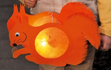 Making a squirrel lantern from ideenMagazin
