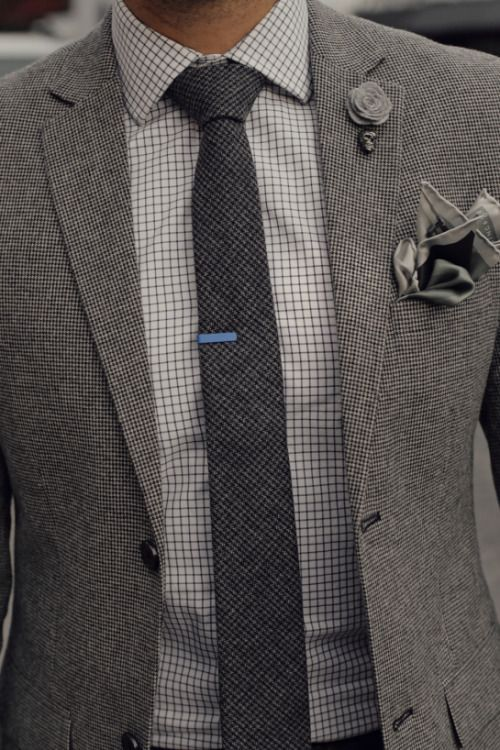 Bel accord de gris et de motifs à petits carreaux #look #chic #dandy #costume #carreaux #gris #style #menstyle #menswear #suit #grey